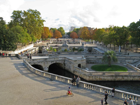 Jardin de la fontaine in nimes france for Le jardin zen nimes